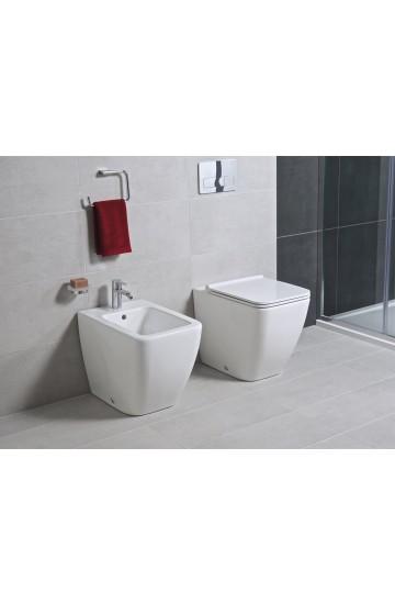 Sanitari filo muro wc vaso + bidet ceramica bianco JIKA by Laufen Cubito Pure con sedile rallentato.