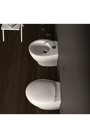Sanitari filomuro wc e bidet in ceramica bianco con copriwc avvolgente Mascalzone Domus Falerii